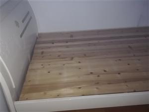 1.5米床,八成新,含床垫