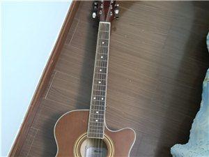 漂亮复古色吉他,买成750。由于换了把可以插电的吉他,这把吉他就没怎么用了。音质好,声音清脆,颜值又...