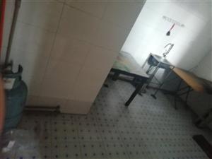 站前小区3室2厅8000元/年