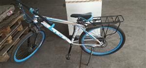 自行车300元,谁要谁拿走!