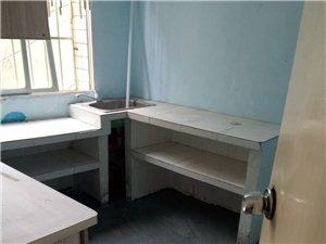 三中小区4室2厅1卫18160元/月