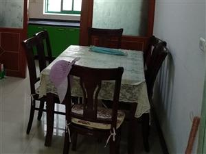 纯实木高档餐桌带六把椅子,基本全新。因搬家现低价转让。提货地址:澳门博彩正规网址县德贤庄小区。