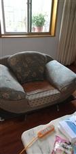 布艺沙发一套三个转让,棉麻布料可拆洗,另有一套备用布料,两个单座,一个三人座。需自提,位置在城北路公...