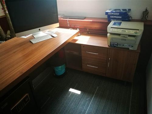 9成新办公家具低价出售,板台,板椅,办公桌,办公椅,文件柜,衣架,保险柜,沙发等,价格面议