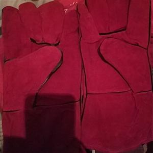 全新电焊保护手套  全新电焊保护手套,棉的单的都有,自己太多用不了了,出售,价格面议