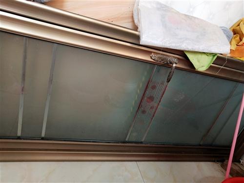 钢化玻璃门,买成600元一道,共2道,结果安装上去几天,家里人不喜欢,就又下了,全新的,有需要的请联...