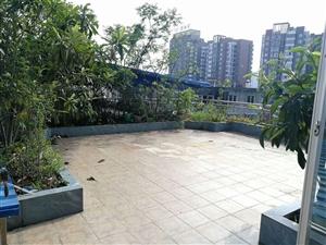 街心花园旁3室2厅2卫618万元