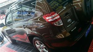 本人�缡鄱�手2011款丰田RAV4一辆,于2012年上户,车况好,诚意�缡郏�非诚勿扰!