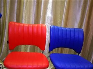 闲置椅子两把,9成新,两把100元,原价360元,自提