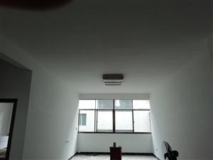 汽车站附近3室2厅2卫10000元/年