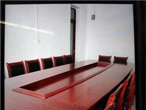 公司办公室转让,卖办公设施。办公用具崭新未用过。地址在老中大街东关桥头。联系电话1893755930...