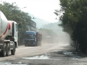 离石:徐家沟到大土河的道路破损、污染严重