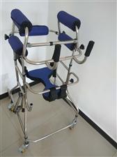 双腋式助行器,售价600元。适用于腰椎手术或其他行走不便的患者,康复两周能自行下地行走,省人省力。有...