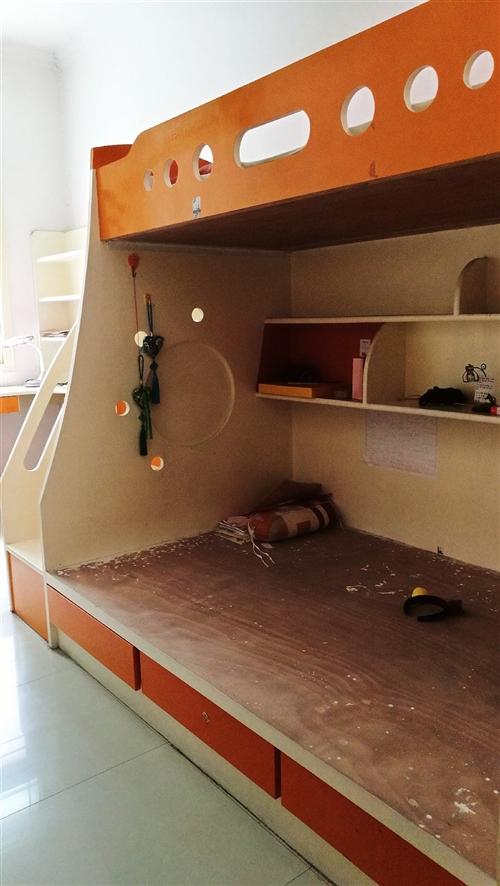 雙層實木床,上寬1.2米,下寬90厘米。純手工制作木板床,兔寶寶木板,床側面有三個柜子,下床下面三個...