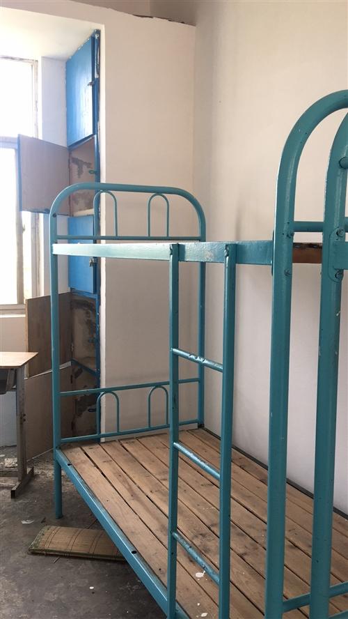 学生上下铺,八成新,可以用作员工宿舍