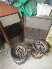 出售烤毛蛋设备,炉子两个、篦子两个、小桌、凳子十多个、三米乘四米棚子,低价出售。用了不长时间,八层新...