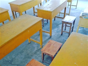 现有实木课桌椅,超低价出售,九成新,结实耐用。物美价廉,若有需求,欲速订购。 地点:市五中附近 ...