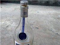 有收上图酒瓶的老板嘛???? 有全新纸盒+酒瓶。 需要的联系微信Yee3650,价格可以详谈