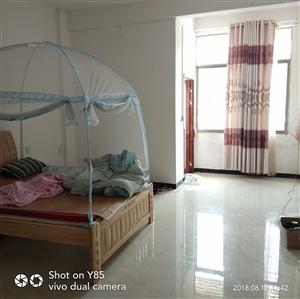 水东套房3室2厅2卫1100元/月