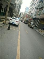 发了公告还乱停:镇雄桃李巷车正在被托……