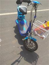 八成新骑式电动车两轮电车便宜处理,车子买来三年多,换过一次电池,现在充满电还能跑个七八十里,全车无任...