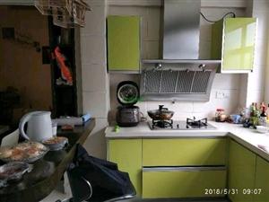 龙翔广场附近进化花园精装3房2厅2600元/月
