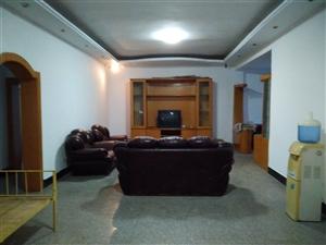 老电影院旁3室2厅2卫140�O50万元包证