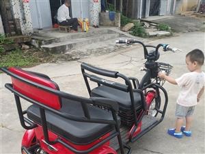 9成9新二手车爱玛三轮电动车双人座位刚买半年多,本来买给妈妈骑的,但是她不敢骑,只有我偶尔骑下。河婆...
