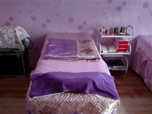 电动足浴沙发,长沙发,美容床,都是全新的,如想要可以联系,电话18193782308
