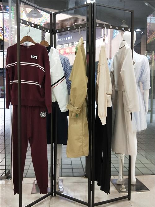 本人服裝店已轉讓現有鐵架屏風.模特·展架,九成新轉讓如有意請聯系15082995655