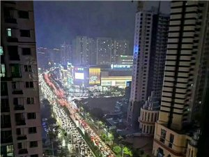 昨夜这个七夕雨下的GG了,瞧这原本热闹的蚌埠东海大道,名符其实啊