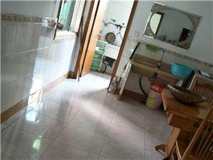 建设街附近3室2厅1卫668元/月
