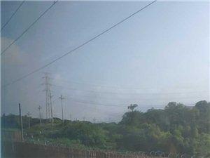 一到重庆边界就开始热起来了