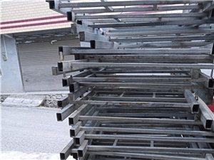 转让铁架床,材质很好,9成新,60元一架,有意电话联系,17729628105.