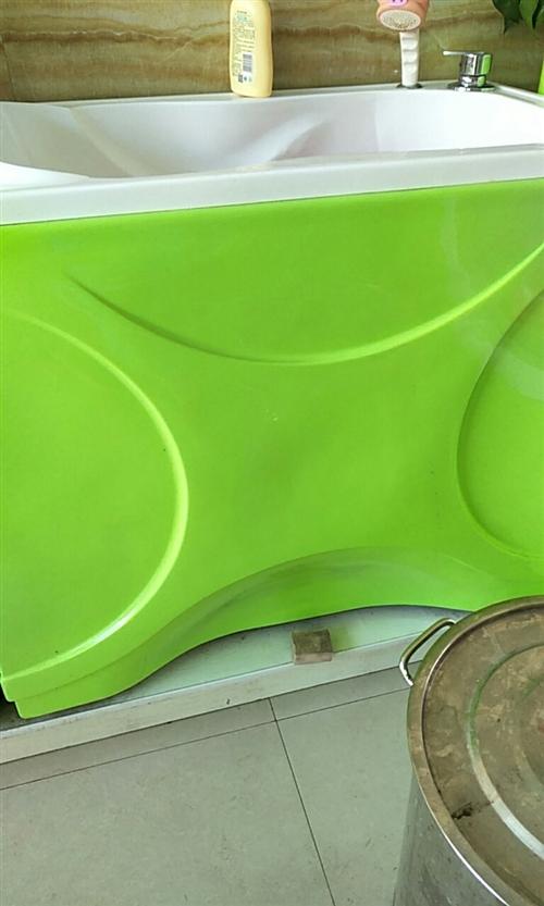 本人有亚克力环保游泳设备游泳池1.2×1.6,彩灯加泡泡,洗澡盆人形坐式各一个,三件原价4800,用...