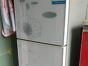 出售一大一小两个冰箱,大的海尔,三开门,买来没怎么用,小的是先科,制冷效果好,由于搬家没地方放,所以...