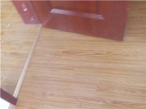 专业安装强化地板,