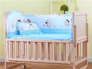 婴儿床,带五件套和蚊帐,入手价298元,小孩只在上面坐过几次,基本没有用过,9成以上新,现出手价15...