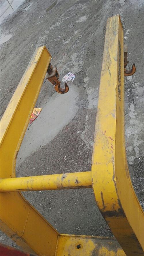 三噸叉車用吊鉤一個轉讓,九成新,長一米六,高一米五,雙鉤,新的五千多!有意者電話詳細咨詢!
