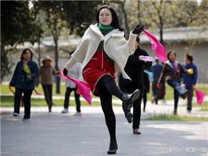 运动降糖跳广场舞,很多人不知道这1个危害有多大,现在后悔死了