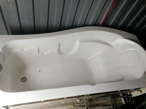 低价出售浴缸,九成新,有意者联系我