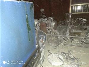 爆料!天元上东城附近一辆车着火了…