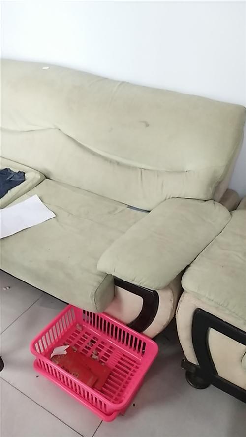 沙發一套,雙人床一個各300元,非誠勿擾