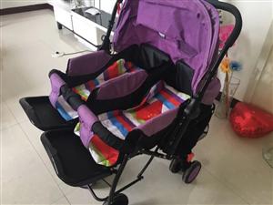 全新双胞胎婴儿双向推车可议价 全新的双胞胎婴儿推车,本来买来自用的,购买时600元,出了意外用不着了...