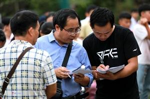 2018年8月28日,�洞��e行小�W���I生升初中整�w移交�x式。(李�c�A)