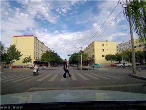 机动车礼让行人,行人也得遵守交通规则吧