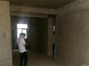 江海花园两室两厅,支持分期33万,仅此一套,90平方,大两室,电梯房四楼。随时看房