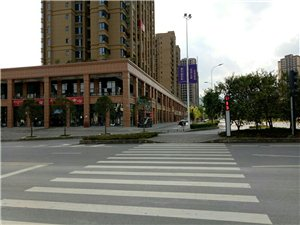 蟠��首府�R街商�面�e29�O-109�O/均�r7千-1.9�f