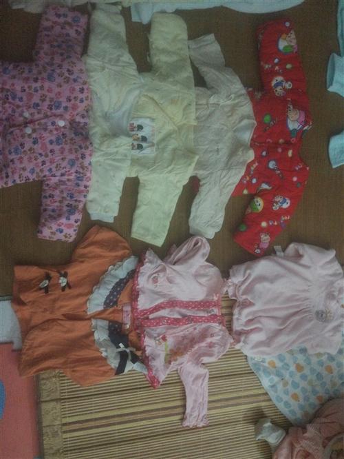 这些都是我家宝宝穿过的,全部一起处理230,看上了联系我哟??