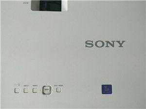 新买的索尼EX221高清投影机,因公司转行闲置中,特价转让给需要的朋友们!  整机95新,无一丝...